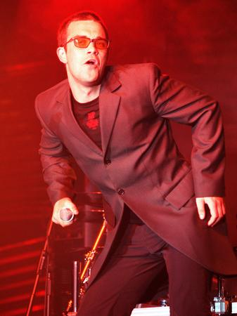 Robbie paying his tribute to Elton John at a gig
