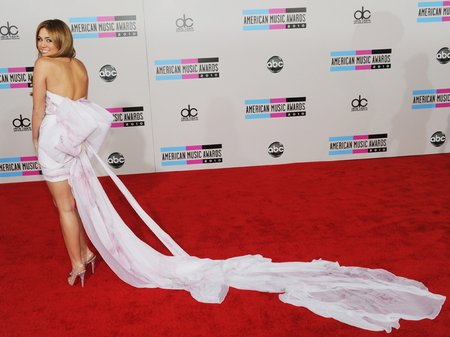 miley cyrus at the american music awards 2010
