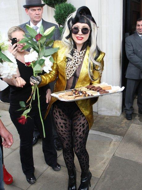 Lady Gaga treats fans