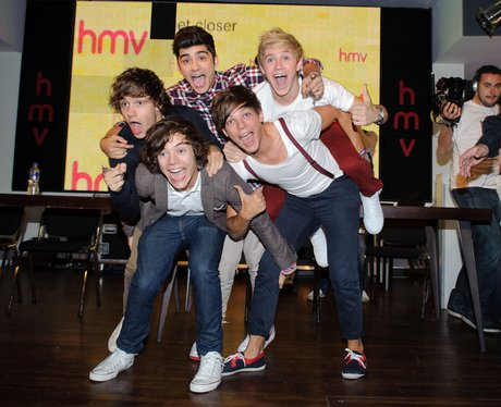 One Direction signing
