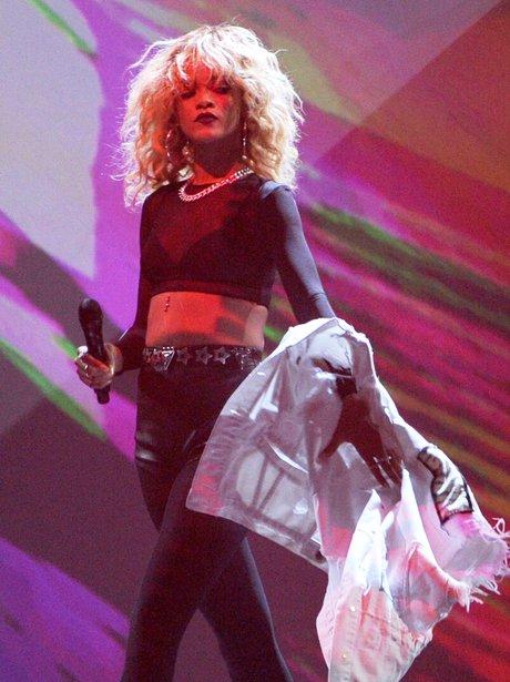Rihanna Performs at the 2012 Grammy Awards