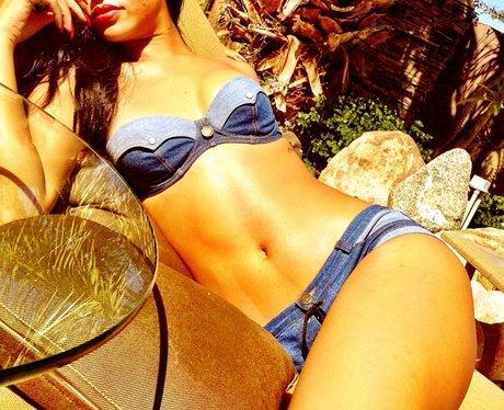 Rihanna shows off bikini bod