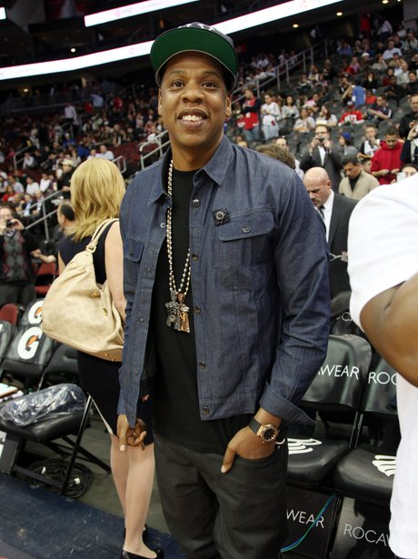 Jay-z watches basketball