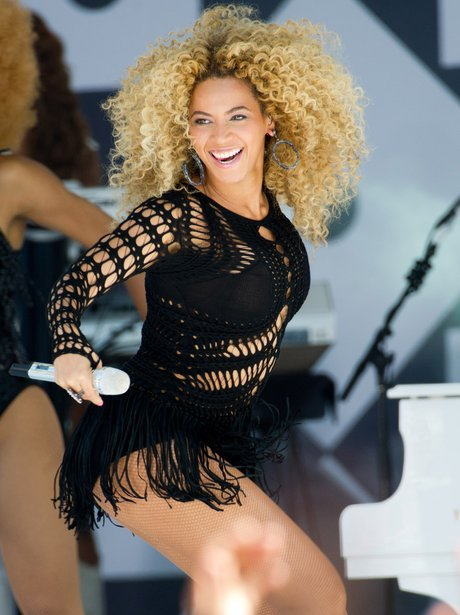 Beyonce performs live for her fans.