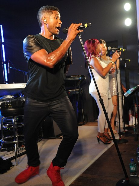 Usher perfroms live on stage