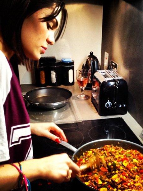 Jessie J cooking