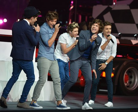 One Direction performs at the Olympic Closing Ceremony