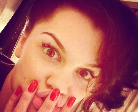 Jessie J shows of red nails