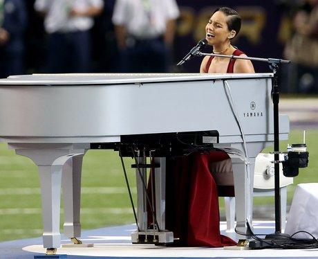 Alicia Keys sings National Anthem at the Super Bowl 2013