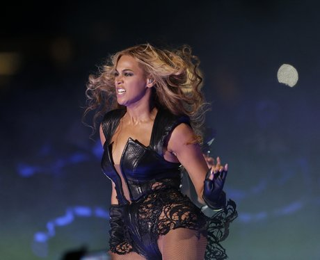 Beyonce dances in black lace outfit at the Super Bowl 2013