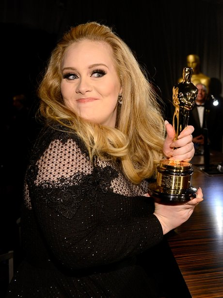 Adele smiling at the Oscars 2013 Governors Ball