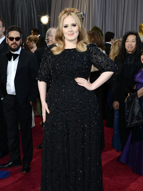 Adele wearing black dress as she arrives at the Oscars 2013
