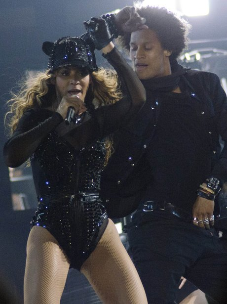 Beyonce and her backing dancer singing