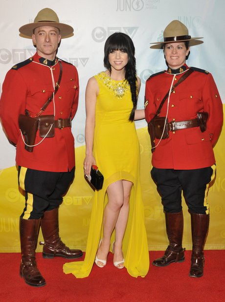 Carly Rae Jepsen with mounties at the Juno Awards