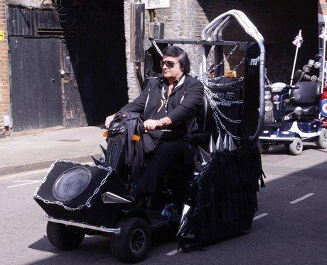 Robbie Williams and Dizzee Rascal film new video '