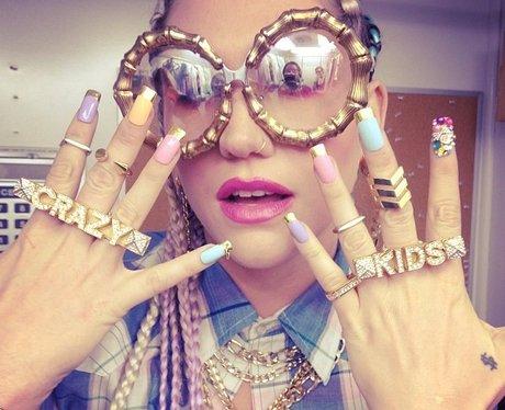 Ke$ha behind the scenes on her video