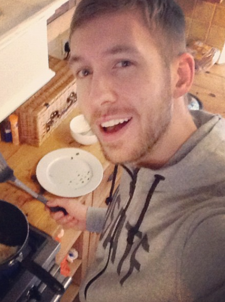 Calvin Harris reveals his cooking skills on Twitter