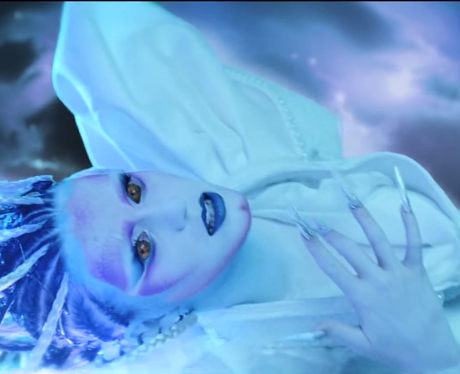Katy Perry E.T video