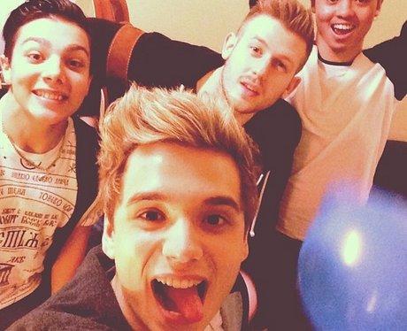 Elyar Fox Selfie Instagram