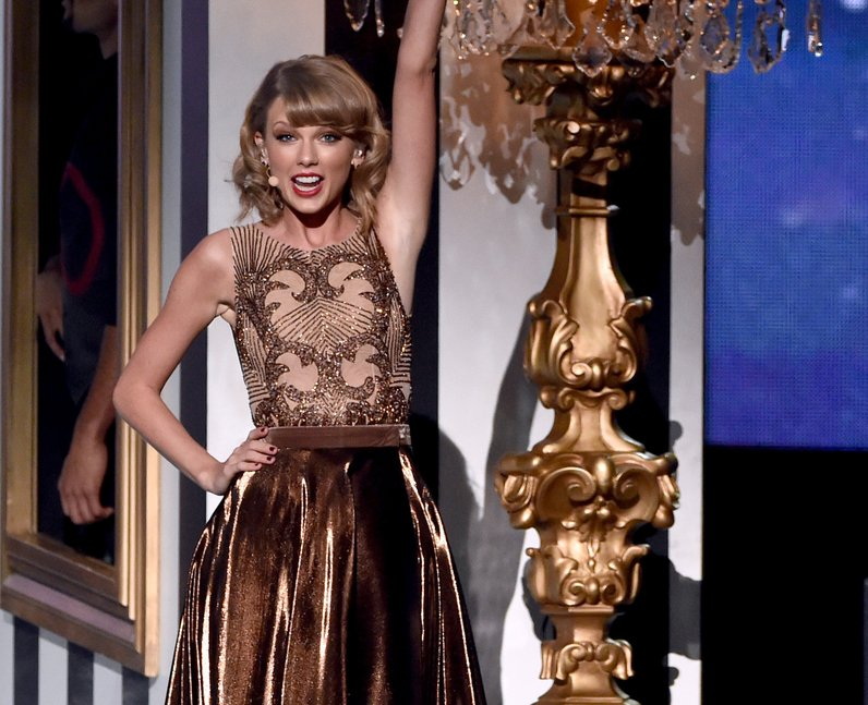 Taylor Swift performs at the American Music Awards