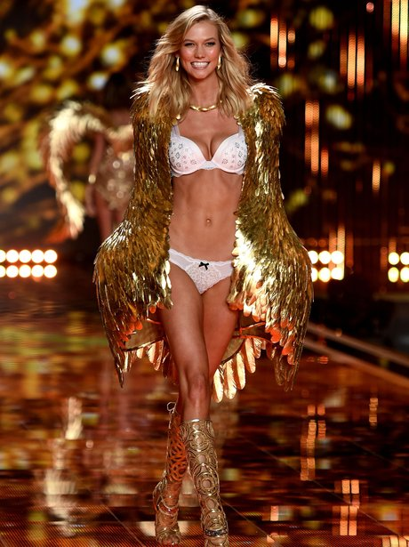 20 Snaps You WON'T Want To Miss From The Victoria's Secret ...
