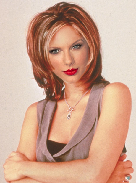 Popstars With '90s Hairstyles
