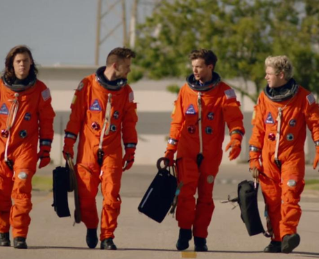 One Direction Drag Me Down Video Space