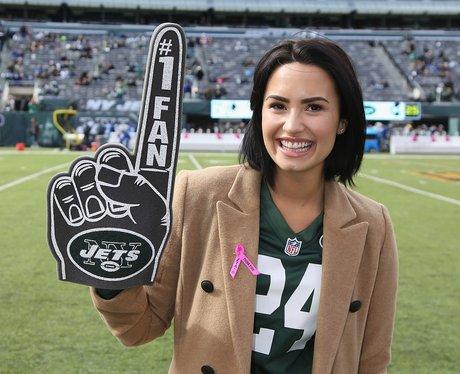 Demi Lovato attends the New York Jets vs Washingto