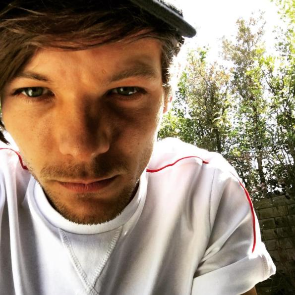Louis Tomlinson selfie