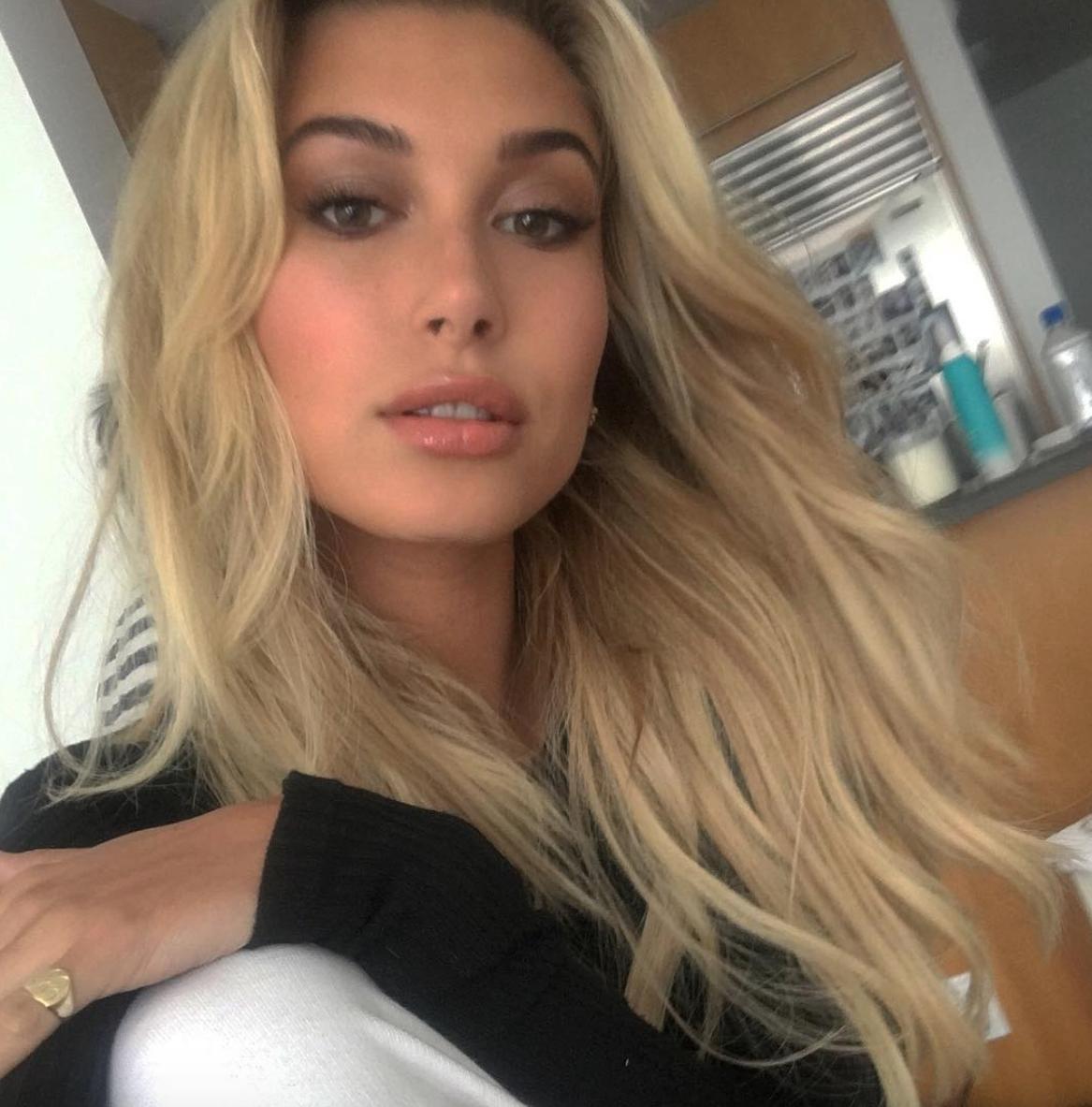 Hailey Baldwin selfie