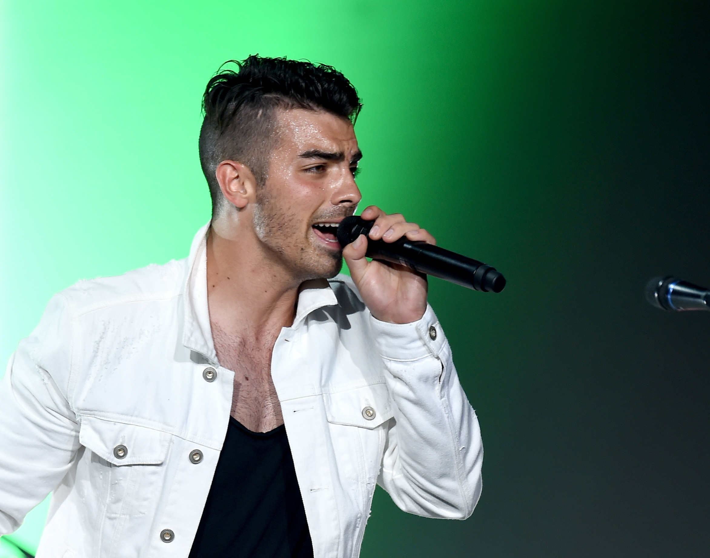 Joe Jonas performs live