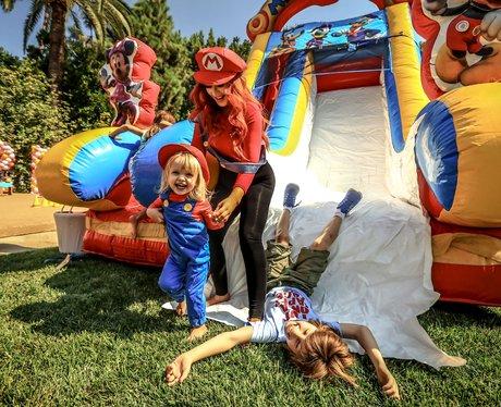 Christina Aguilera throws her child a Super Mario