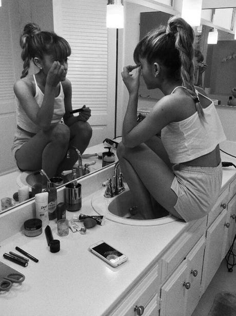 Mac Miller posts sweet photo of Ariana Grande doin