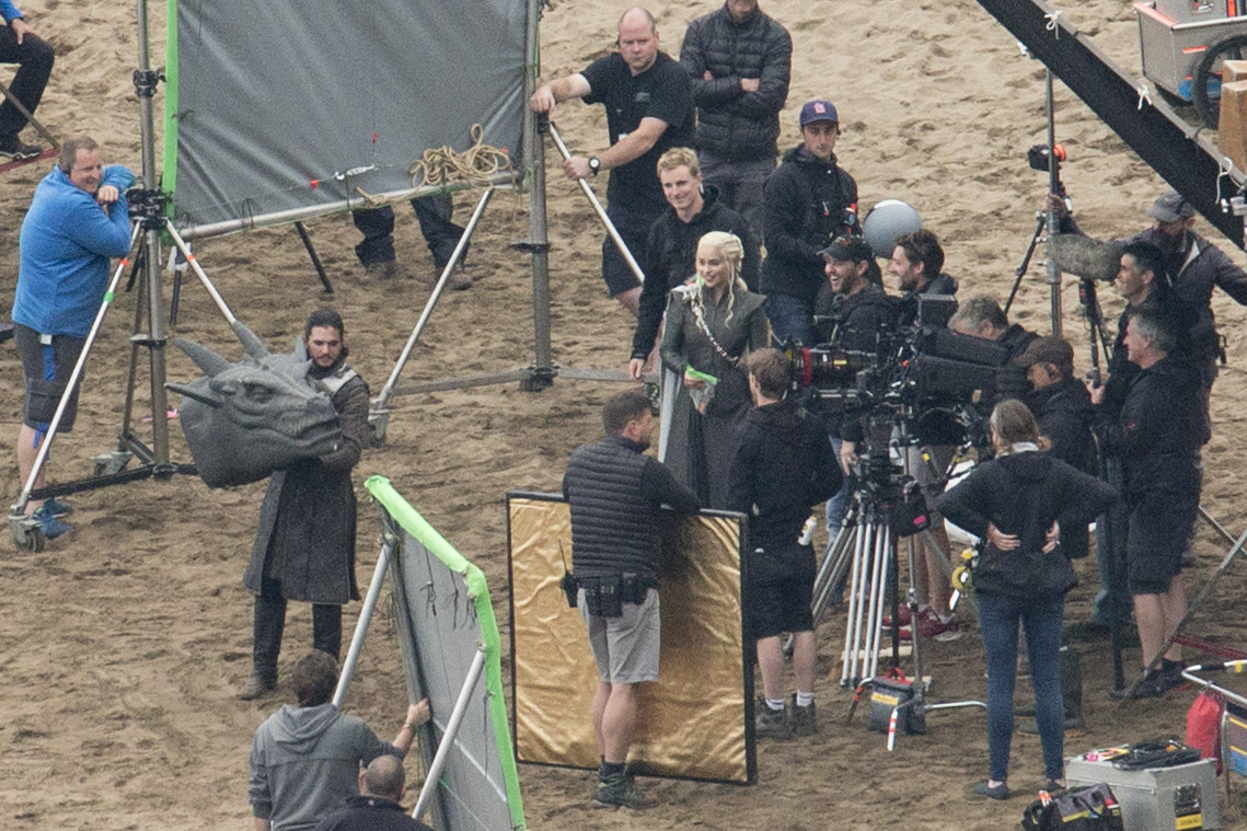 Emilia Clark Kit Harington filming Game of Thrones