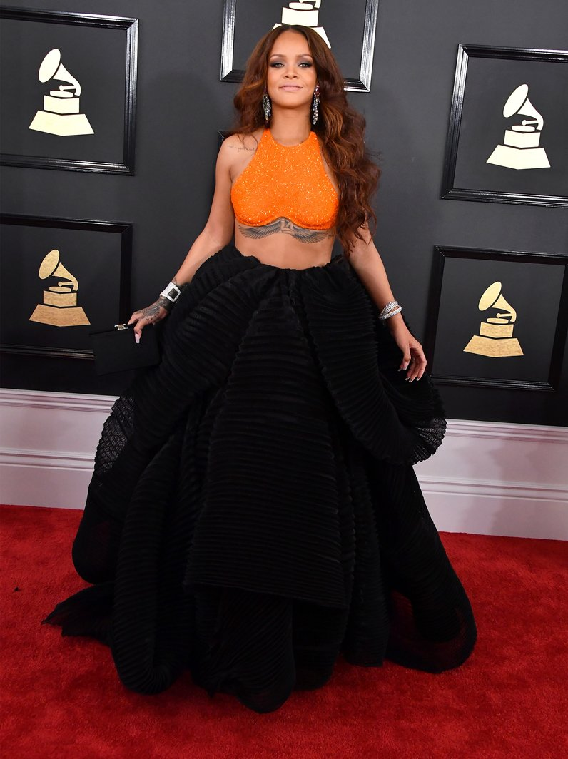 17 Of The Most Memorable Red Carpet Looks From The Grammy ...
