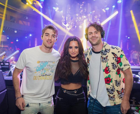 Demi Lovato hangs out with The Chainsmokers