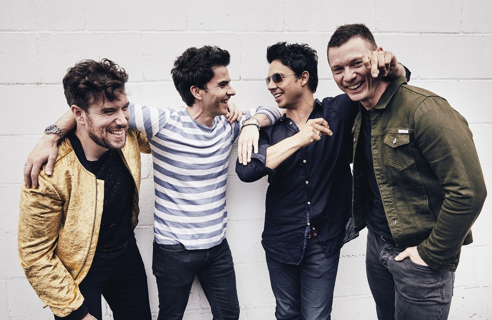 Stereophonics the band stood together laughing