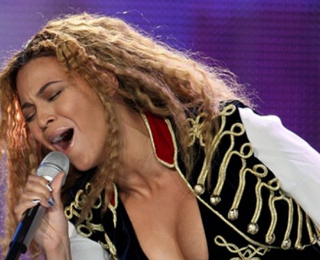 Beyonce singing on stage