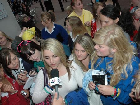 JLS fans surround Capital