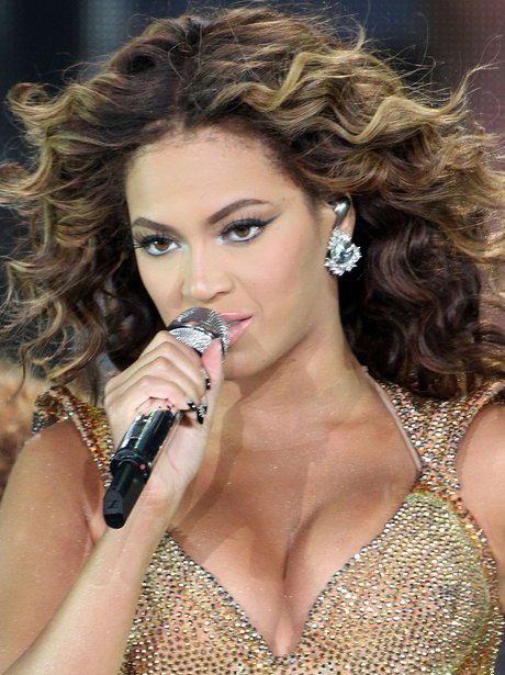 Beyonce performs live.