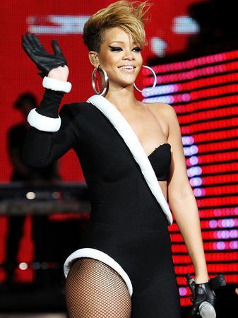 Rihanna live
