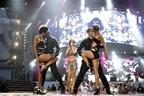 Image 10: Cheryl Cole on Stage