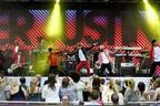 Image 10: Justin Bieber on stage