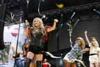 Image 4: Ke$ha on Stage