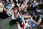 Image 2: Summertime Ball fans arrive