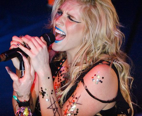 ke$ha live on stage