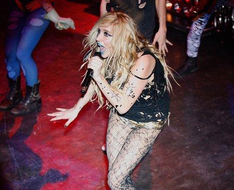 ke$ha live on stage