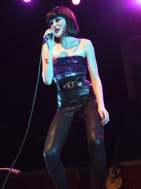 jessie j performing live on stage