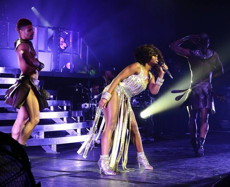 alexandra burke live on stage