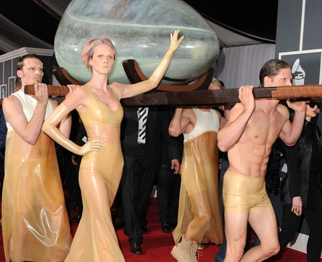 lady gaga red carpet at Grammy Awards2011